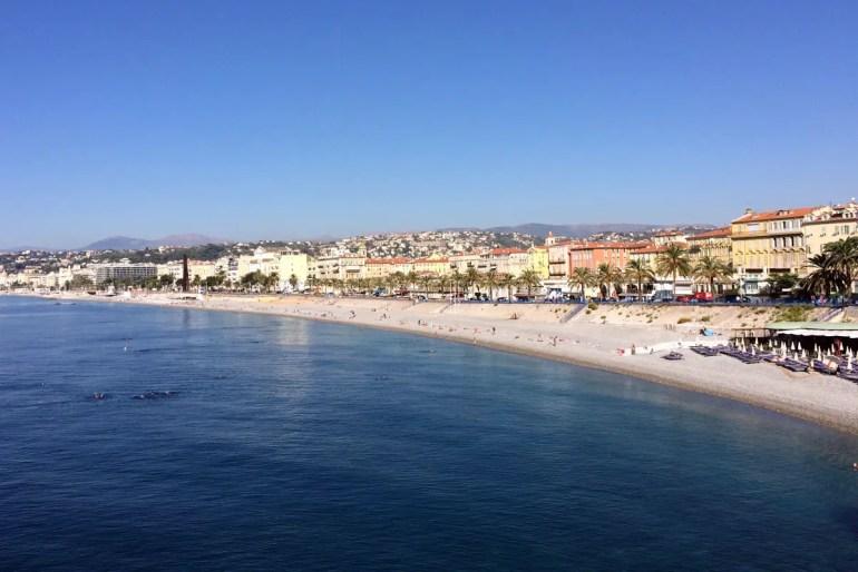 Perfekt für einen Städtetrip im Frühling: Nizza liegt direkt am Mittelmeer