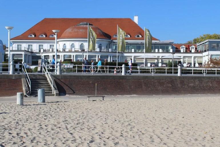 Das Grand Hotel Travemünde liegt direkt an der Strandpromenade