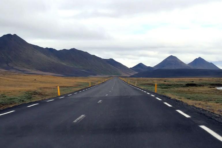 Die Ringstraße führt einmal um die Insel