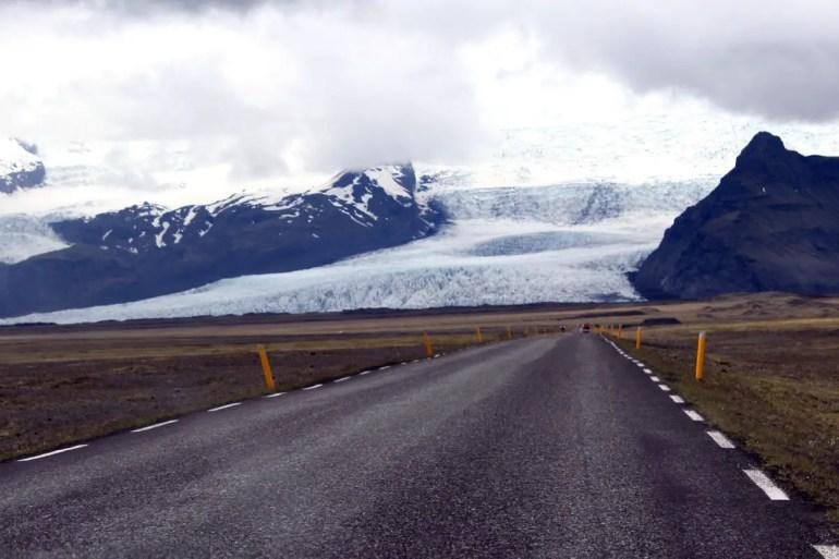 Im Süden führt die Ringstraße direkt an den Gletschern vorbei