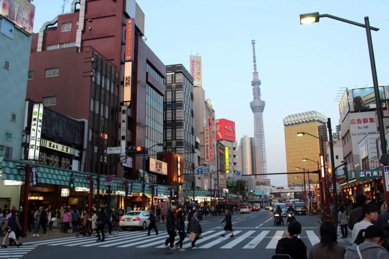 Überall in Asakusa zu sehen: der Tokio Skytree