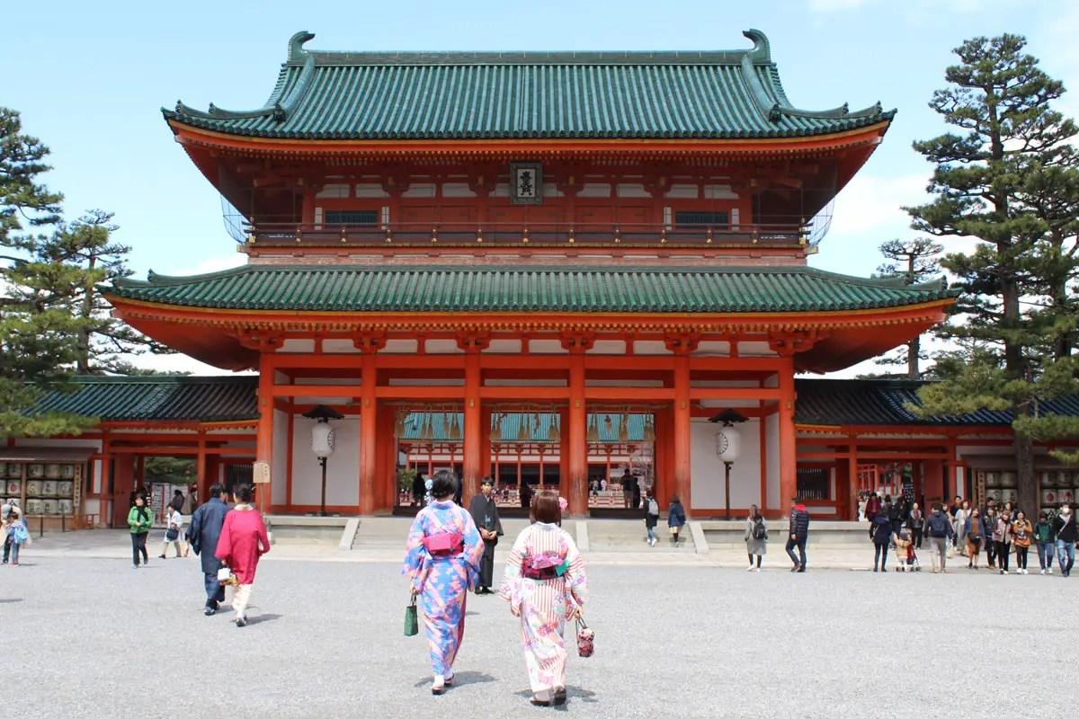 Farbenfroh: der Heian-jingu Schrein in Kyoto