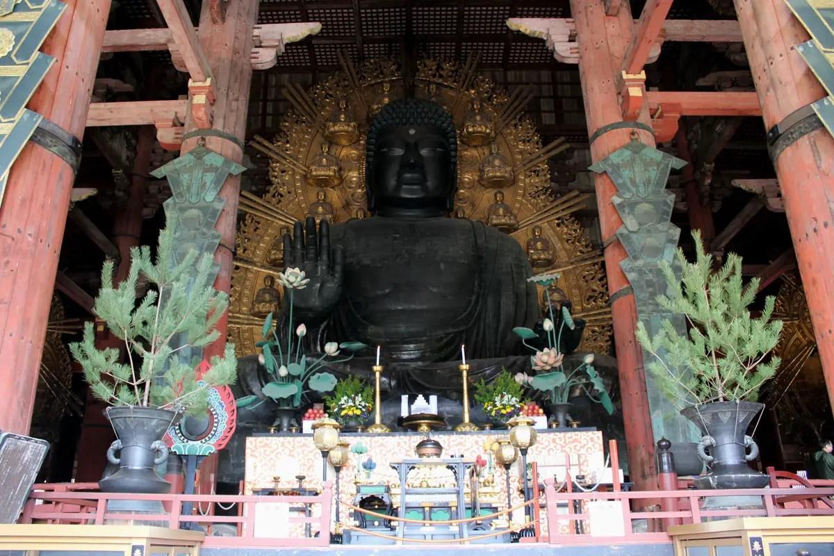 Der Buddha in Nara ist der größte in Japan
