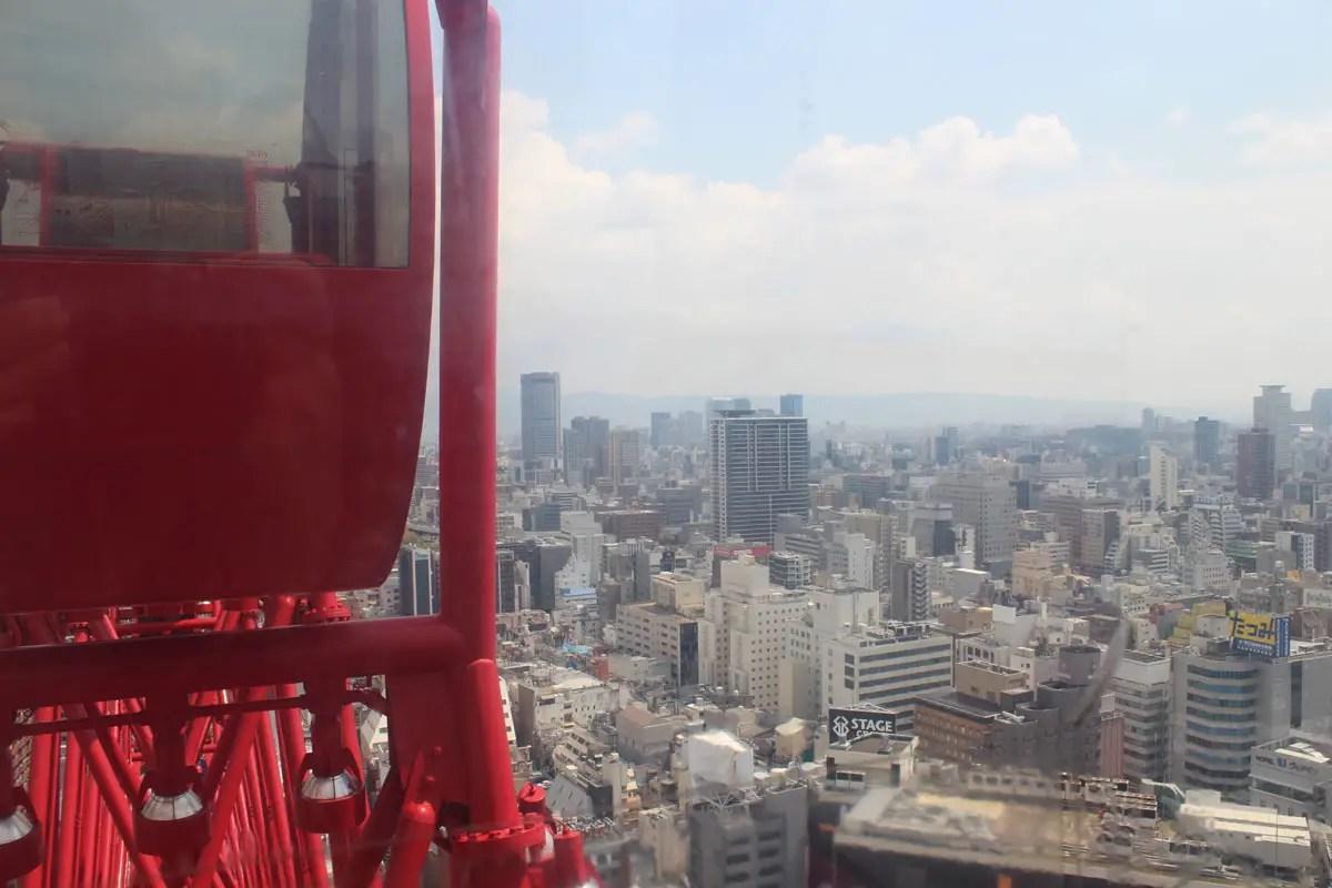 Vom Riesenrad aus bietet sich ein guter Ausblick auf die Stadt