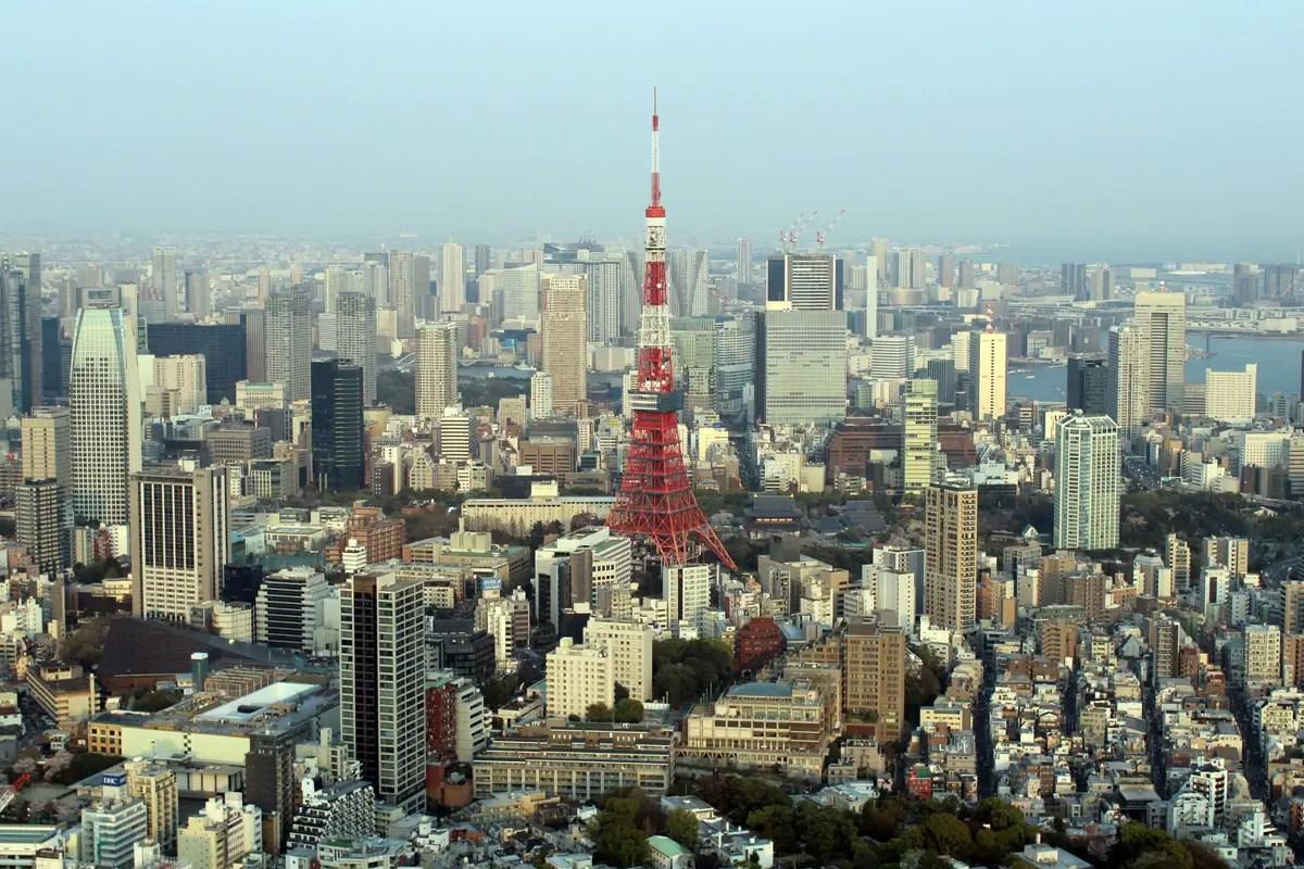 Rund um den Tokio Tower erstreckt sich das Häusermeer bis zum Horizont