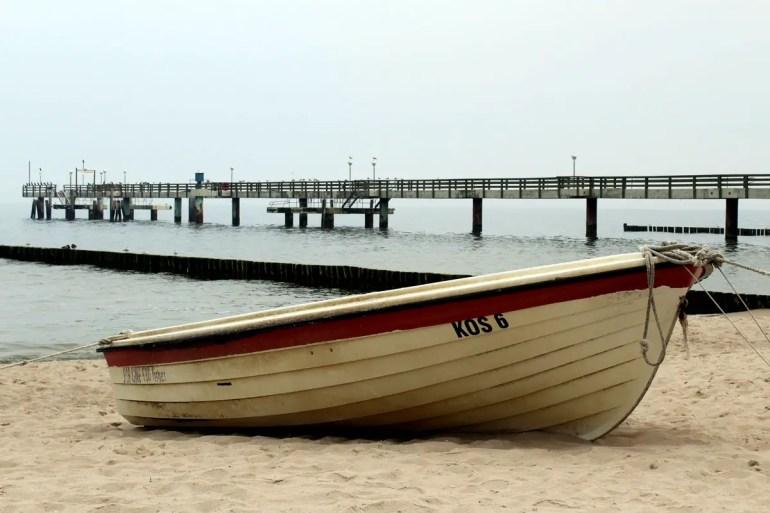Am Strand von Koserow liegen noch echte Fischerboote