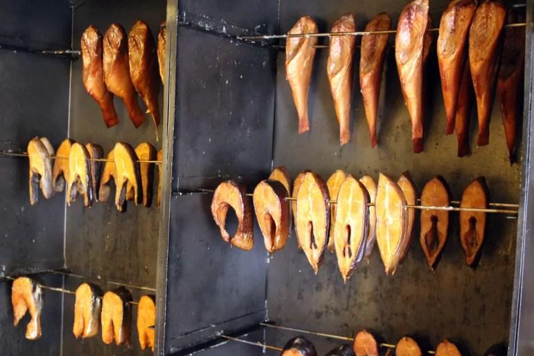In den Koserower Salzhütten wird der Fisch noch traditionell geräuchert