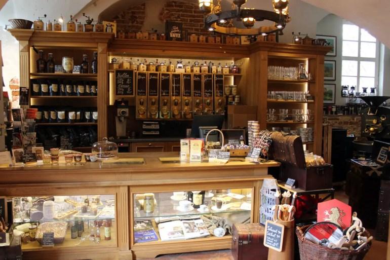 In der ehemaligen Schlosskapelle von Schloss Mellenthin befindet sich heute eine Kaffeerösterei