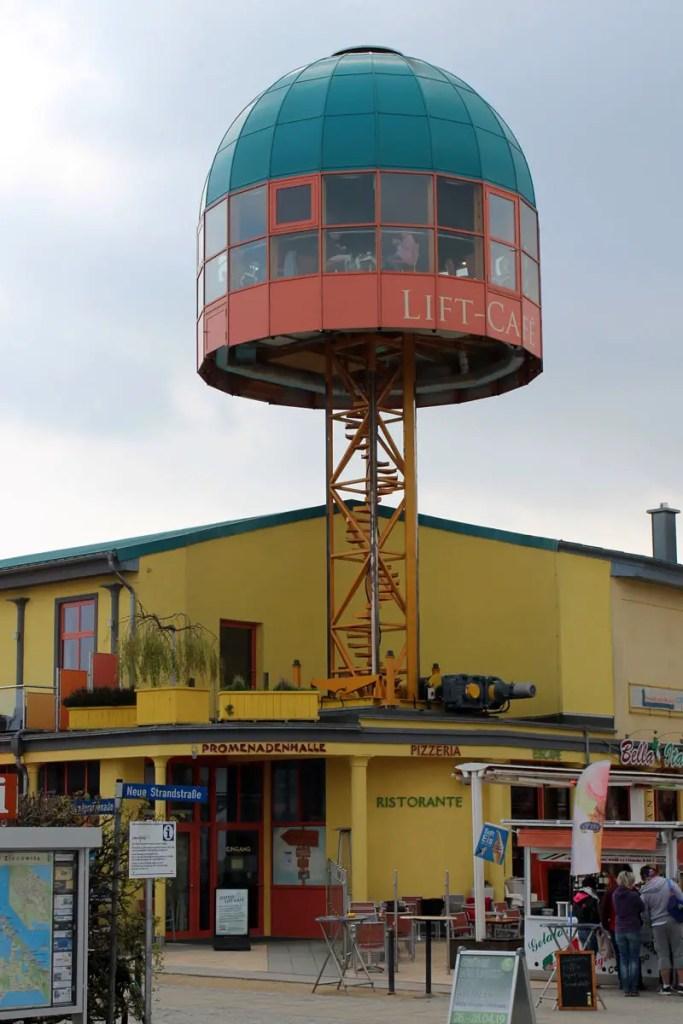Hoch hinaus: das Lift Café an der Seebrücke in Zinnowitz