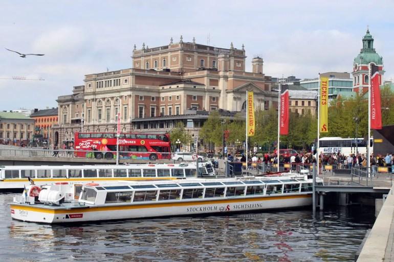 Mit den Sightseeingschiffen kannst du Stockholm vom Wasser aus entdecken