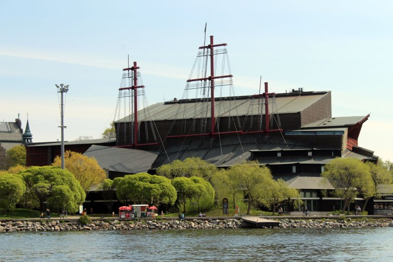 Das Vasa Museum ist eines der bekanntesten Museen Schwedens - von außen sieht es aus wie ein Schiff