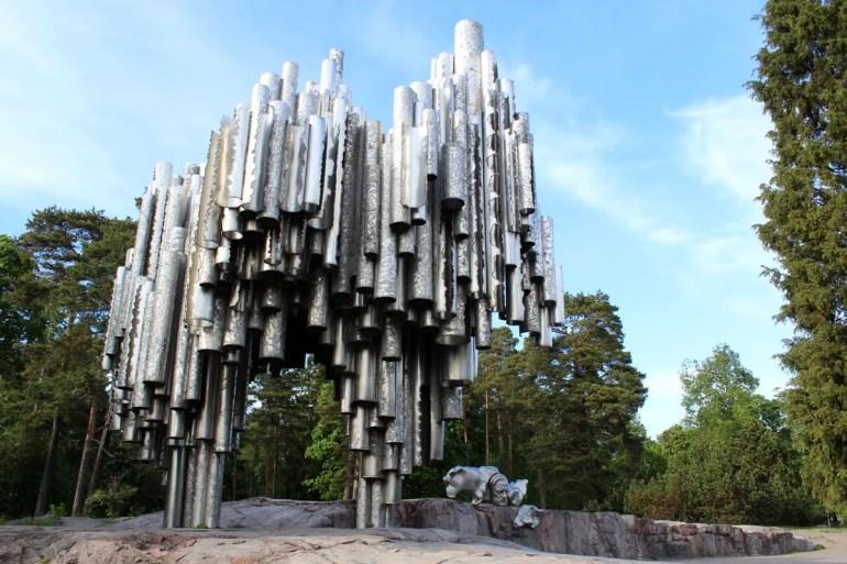 Das Denkmal erinnert an den finnischen Komponisten Sibelius