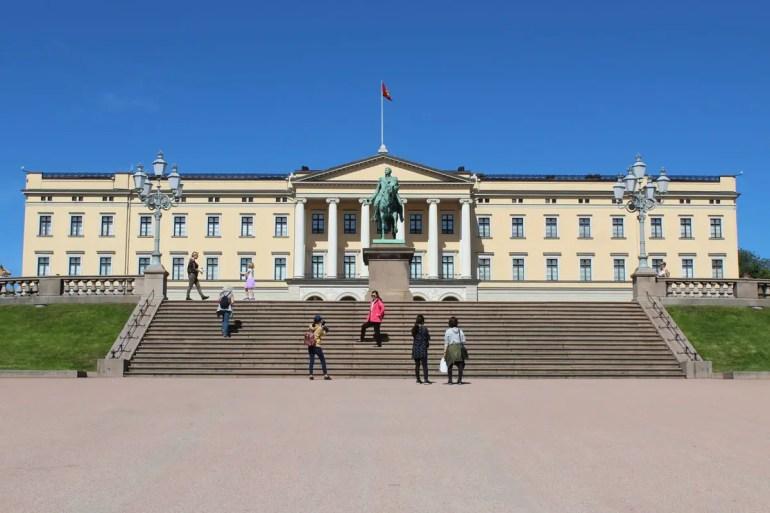 Das königliche Schloss liegt mitten in Oslos Zentrum