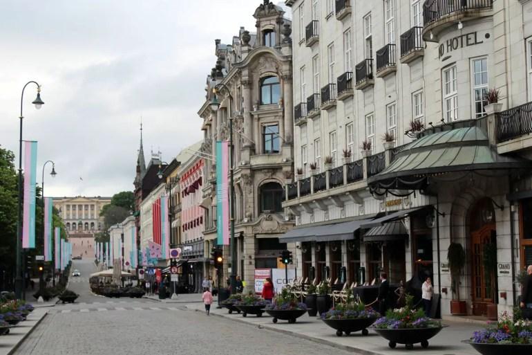 Am Ende der Einkaufsstraße Karl Johans Gate liegt das Schloss