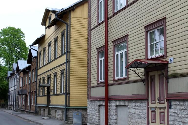 In Tallinns Viertel Kalamaja findest du viele alte Holzhäuser