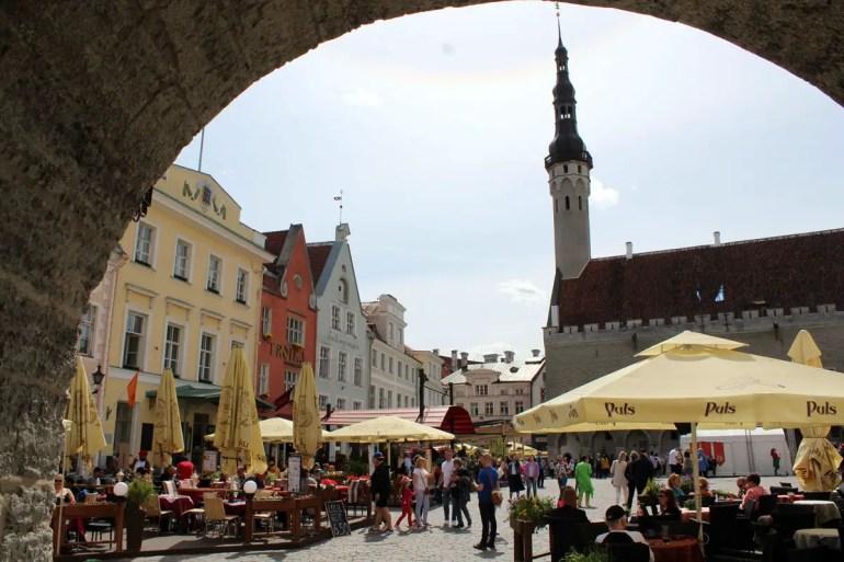 Tallinns Rathausplatz ist das Zentrum der Stadt