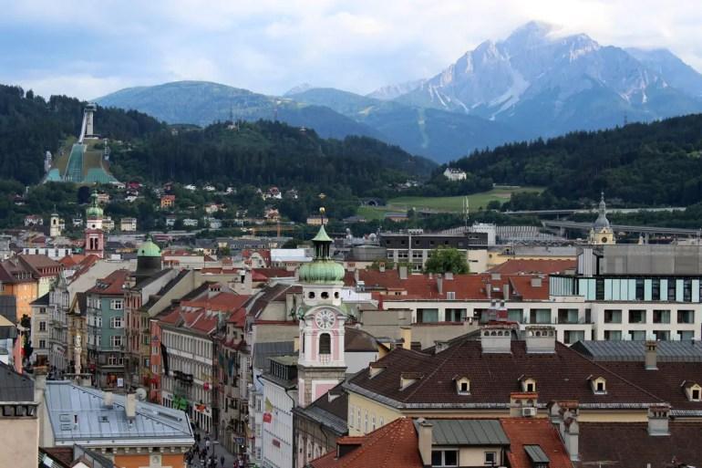 Vom Stadtturm hast du auch die Bergiselschanze im Blick