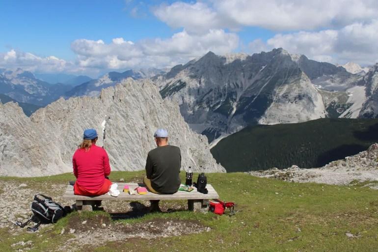 Das Bergpanorama ist perfekt für ein Picknick