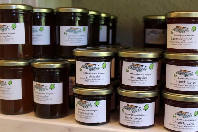 Im Hofladen der alten Schlossgärtnerei kannst du die lokalen Produkte kaufen