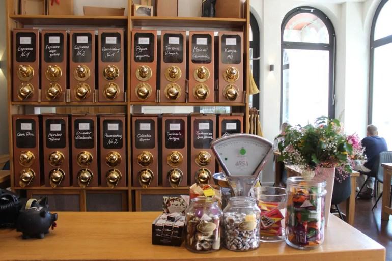 Perfekt für einen Zwischenstopp: die Kaffeerösterei Fuchs