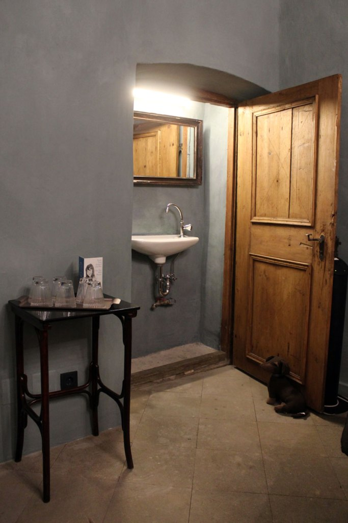 Hübsch integriert: das alte Waschbecken der Näherin