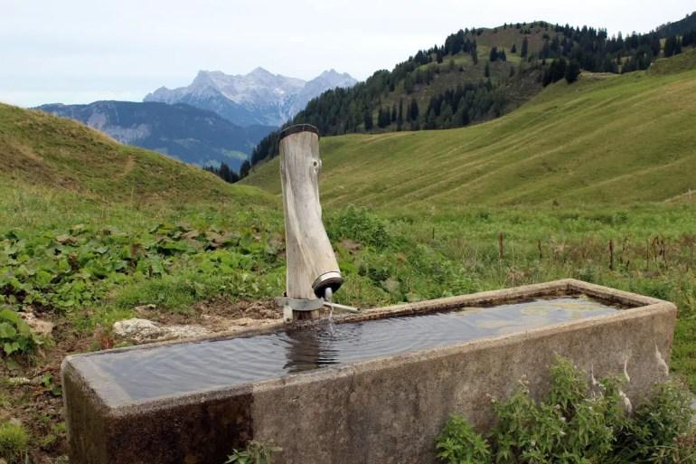 Der Brunnen sorgt unterwegs für Erfrischung