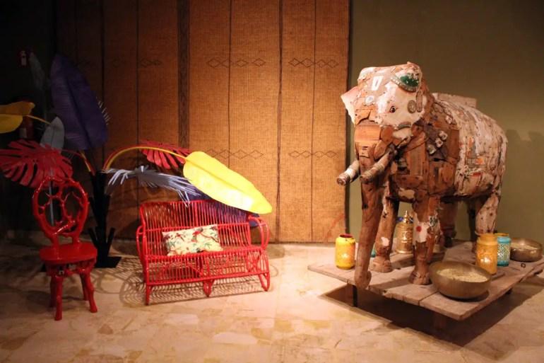 Ein Elefant wartet zur Begrüßung im Foyer