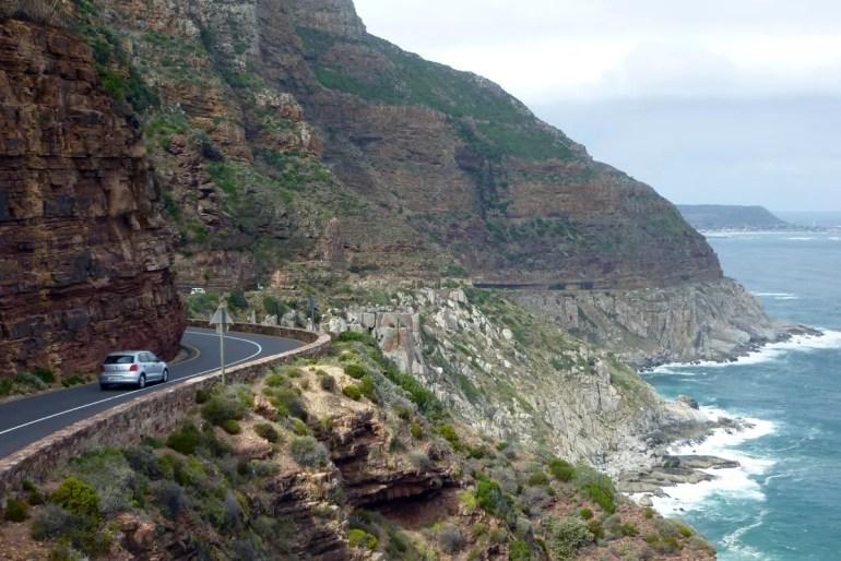 Der Chapman's Peak Drive nahe Kapstadt ist eine der spektakulärsten Küstenstraßen