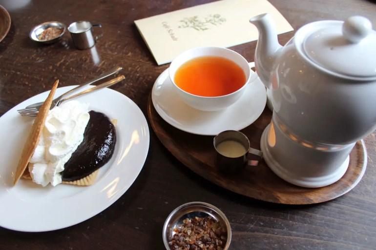 Teetied mit Friesenwaffel im Cafe Schult