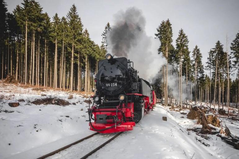 Die Fahrt mit der Brockenbahn ist eines der Highlights (Credit: Unsplash | Stefan Pasch)