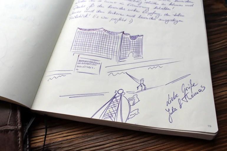 Im Gästebuch gibt's die Geschichten der verschiedenen Gäste zu lesen