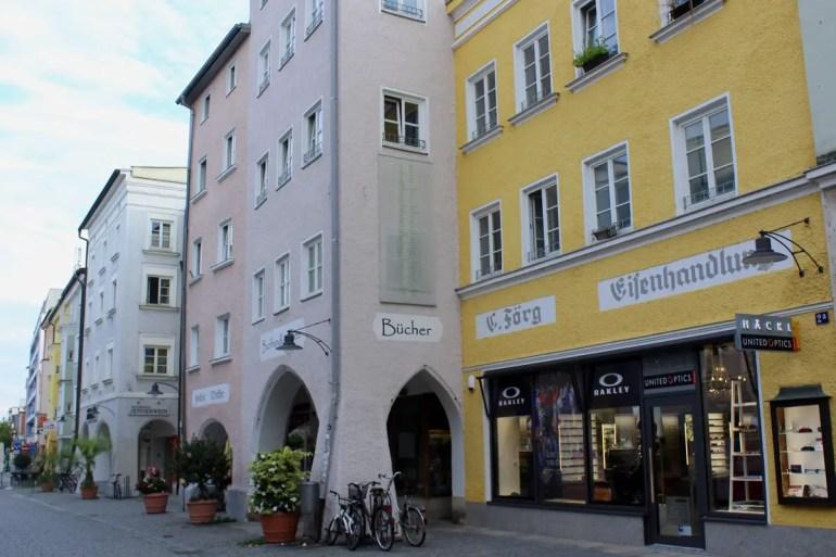 In Rosenheims Altstadt findest du die für die Inn-Architektur typischen Lauben