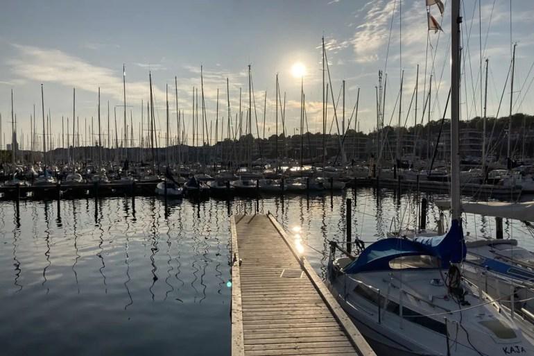 Der Yachthafen von Aarhus in der Abendsonne