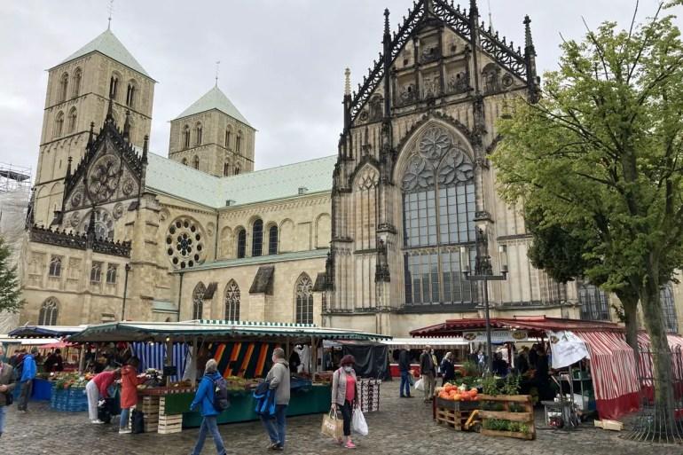 Samstags ist vor dem Dom Markt
