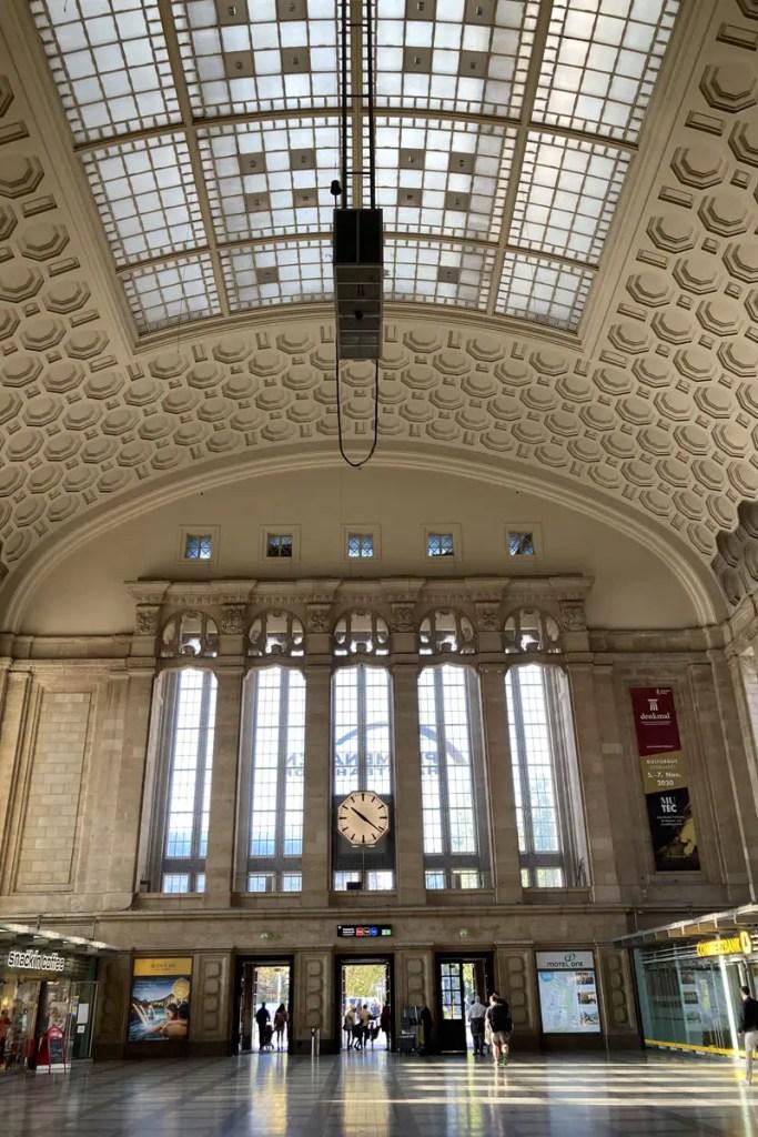Monumentale Architektur in der Osthalle des Hauptbahnhofs