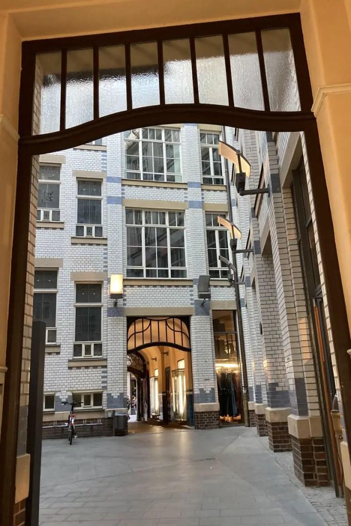 Im Leipziger Zentrum lohnt sich ein Blick in die hübsch renovierten Innenhöffe