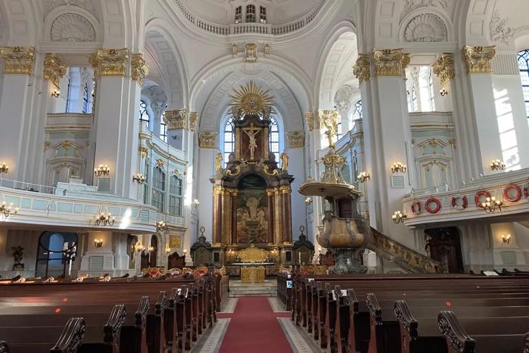 Kirchen wie der Michel laden im Advent 2020 zur Andacht ein