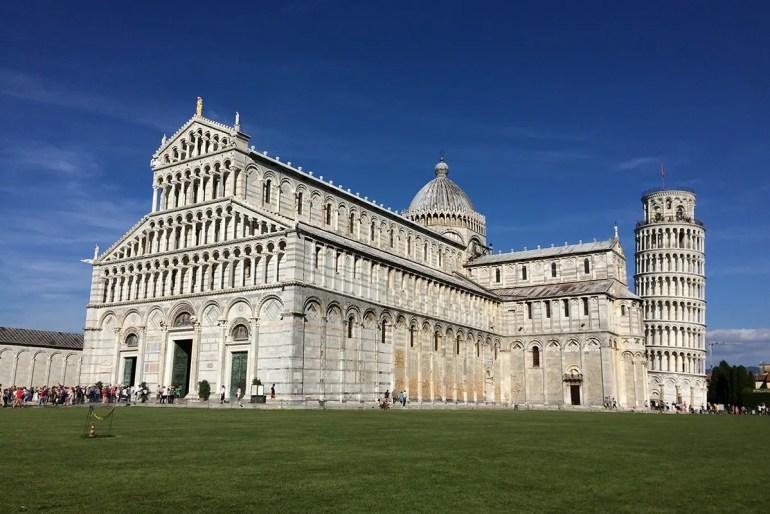 Eine der Top-Sehenswürdigkeiten in Italien: der schiefe Turm von Pisa