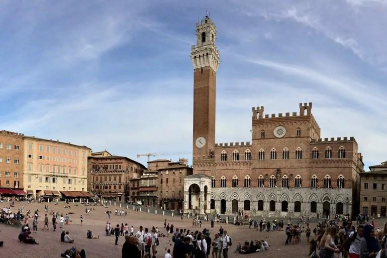 Die Piazza del Campo ist die gute Stube von Siena