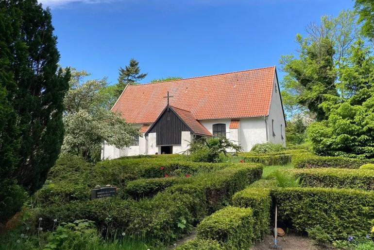 Eine der Sehenswürdigkeiten auf Hiddensee: die Kirche in Kloster