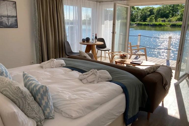 Was für ein Ausblick: vom Floating House aus hast du direkten Ausblick auf die Krumminer Wiek
