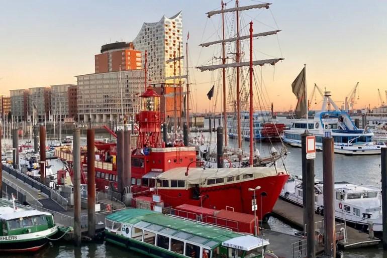 Eine Nacht auf dem Schiff? Im Hamburger Hafen kannst du auf einem echten Feuerschiff übernachten