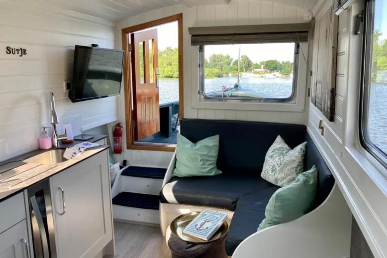 Übernachten auf dem Hausboot kannst du in Hamburg am Moorfleter Deich an der Dove Elbe