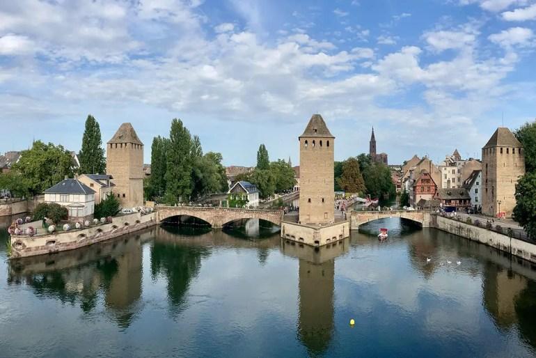 Von der Barrage Vauban in Straßburg hast du einen tollen Blick über die Petite France