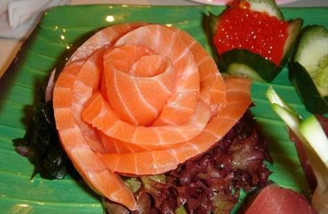 589px-Salmon_sashimi