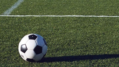 soccer-ball-on-grass-field-jpg_20150929144503-159532