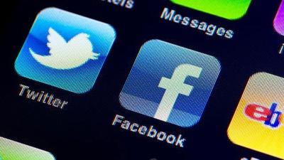 Facebook-Twitter-apps-on-mobile-phone-jpg_20160531130914-159532