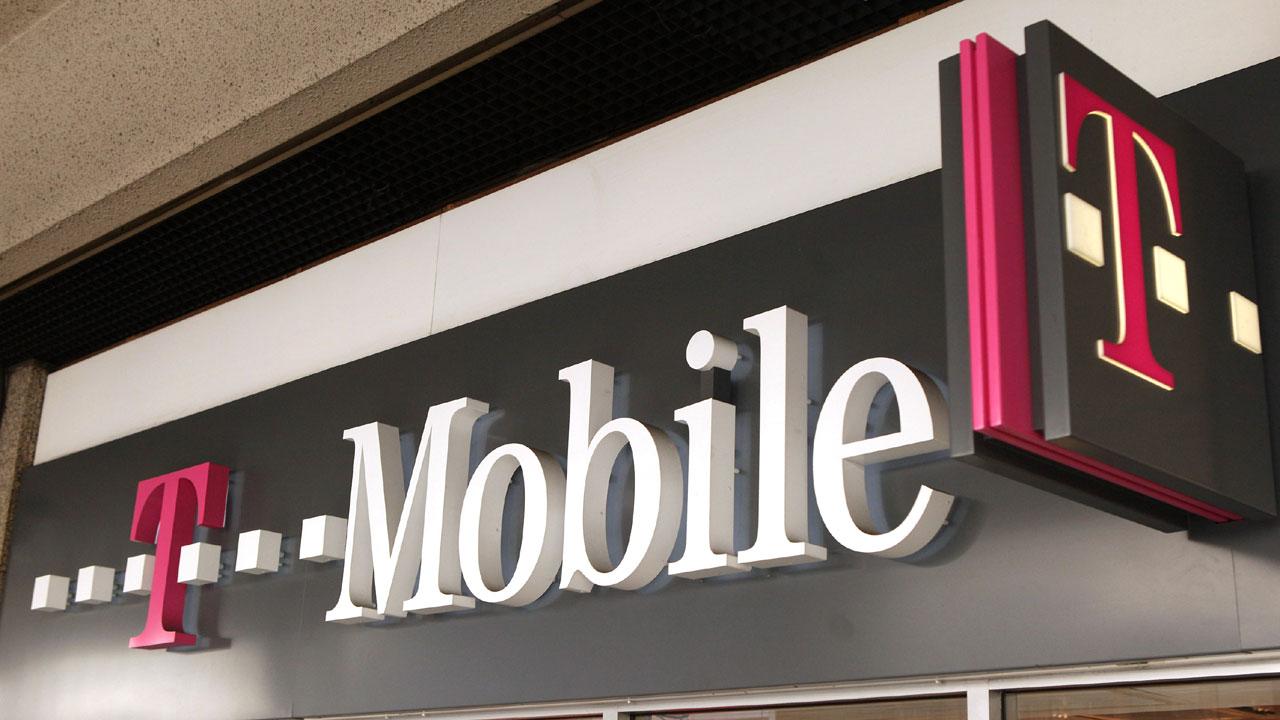 T-Mobile%20logo%20outside%20store_1465238260207_101693_ver1_20161228175635-159532