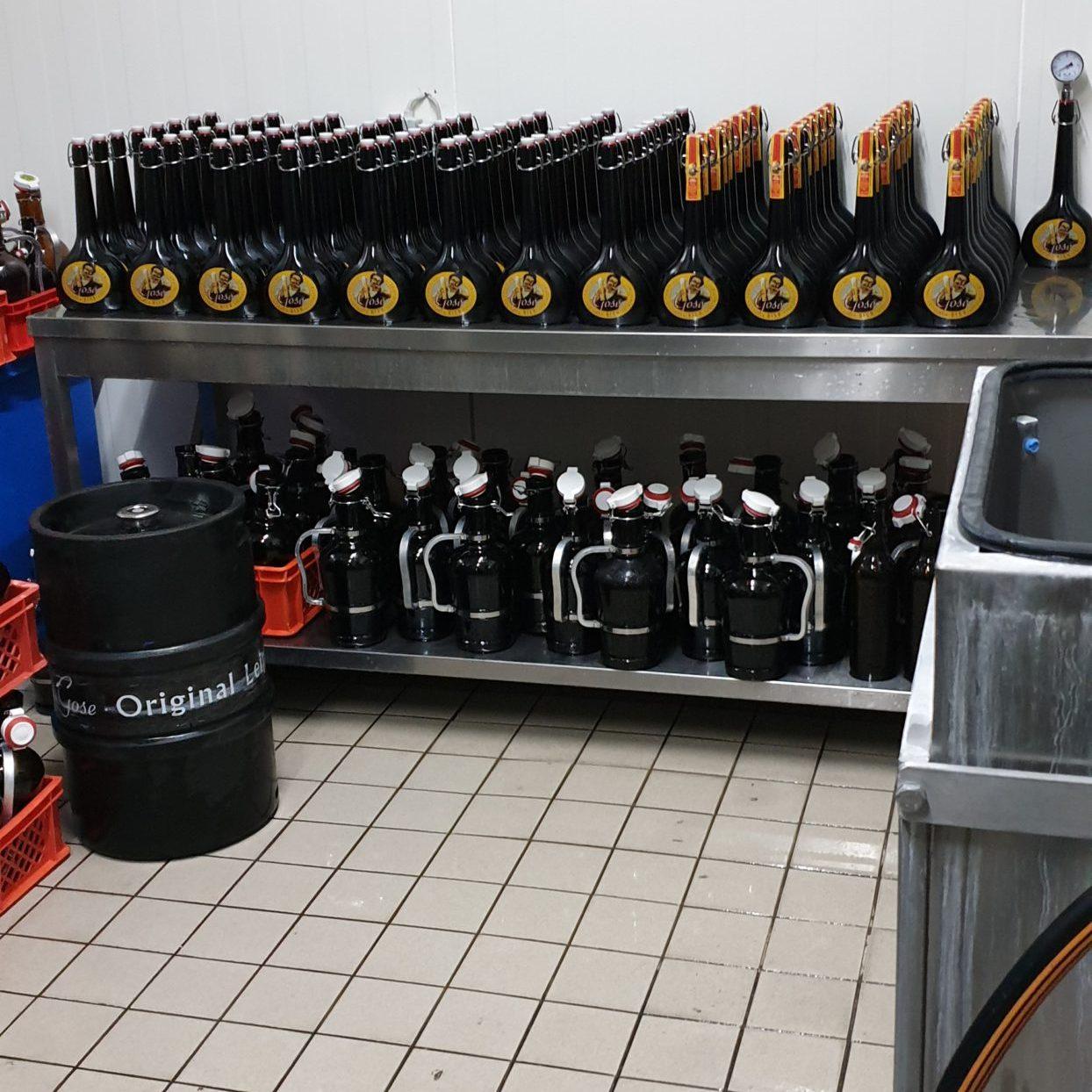Abfüllbereite Flaschen zur Reifung