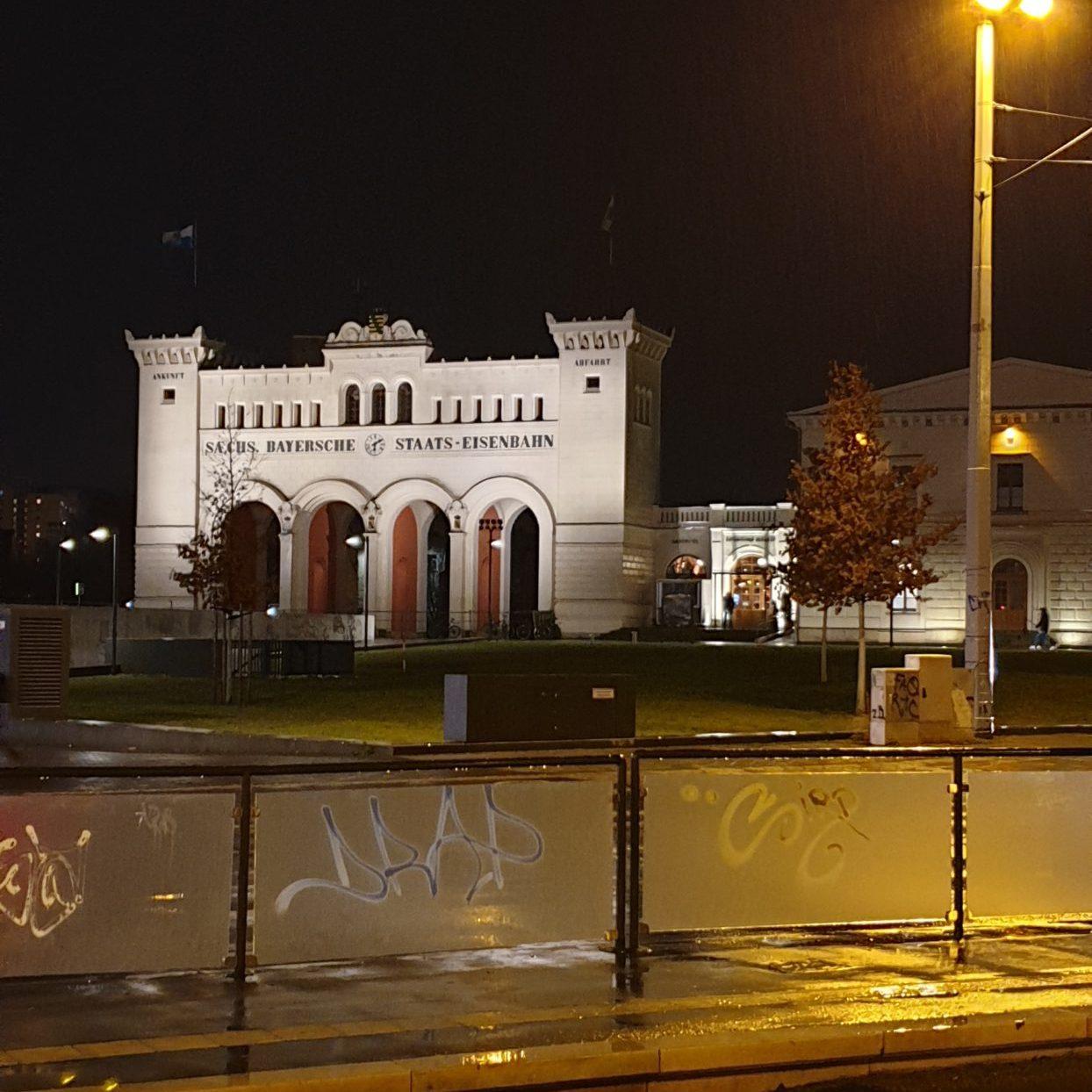 Portikus bei Nacht